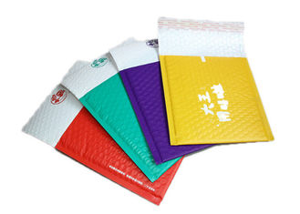 China Multiple Choices Polythene Mailing Bags , Bubble Envelopes Poly Bags For Shipping supplier
